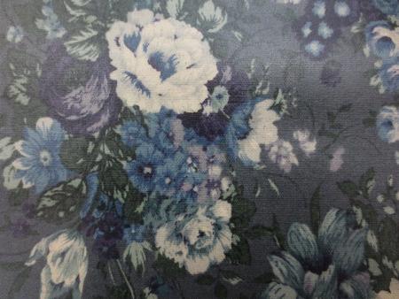ラミネート 生地 YUWA 綿麻キャンバス 花柄の ビニールコーティング  濃グレイ地 [BN558]