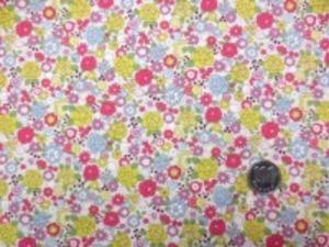コットンこばやし  ブロード リバティ風小花プリント 濃ピンク パープル ローングリーン/ 少し生成りっぽいオフ白地
