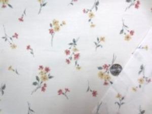 110cm幅 コットン60ローンプリント  ピンク系小花柄/オフ白地