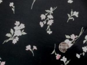 110cm幅 コットン60ローンプリント  ピンク系小花柄/黒地