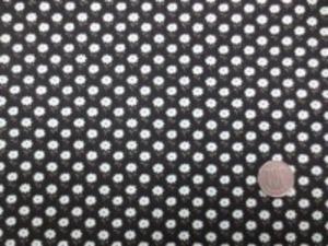 YUWA ネル セーブル加工プリント と表示してますが、 あまり 起毛されていません。 雰囲気はネルっぽいのですが、 微起毛の小花プリントです。 黒