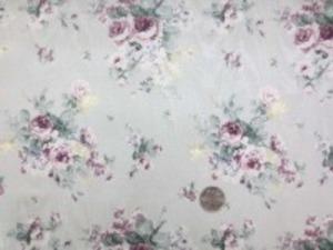 YUWA モアレ花柄プリント モアレジャガードの生地にYUWAさん お得意のロココの花柄プリントです。 パープル花柄/薄いグレイ地