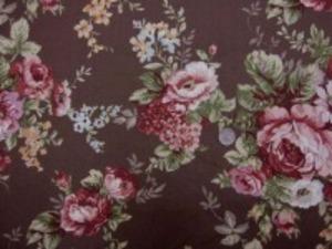 YUWA オックス  ポピュラーなロココ調の花柄 ダークブラウン地