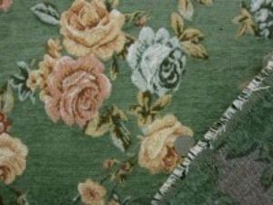 厚めのゴブラン織りの花柄 モスグリーン地