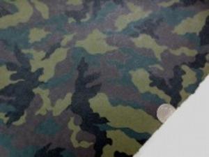 綿の生地にレザーのような感じの 迷彩プリント  画像ではわかりにくいのですが、うずまき のような円形のエンボス加工しています。 袋もの、小物などに ダークグリーン ダークブラウン 黒 カーキ