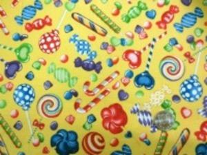 シーティングUSAプリント 黄色地 EXCLUSIVELY QUILTERS Fancy candy