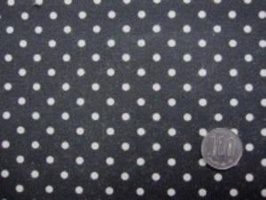 ナチュラル感のある綿麻ドットプリント 生成ドット/黒地 オックスくらいの厚さの生地 ドットの大きさ4mm