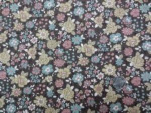 YUWA 麻の混率の少ない綿麻プリント エメブルー サモンピンク ライトマスタード花/濃ブラウン地  YUWAさんの人気のプリントが綿麻に なって登場です。 インテリアにもお洋服にも使い易いです