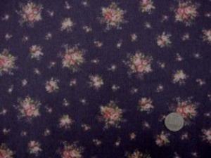 YUWA 綿麻プリント  ピンク系/濃パープル地 綿麻では、珍しく小さめの花柄です。 エアタンブラー加工