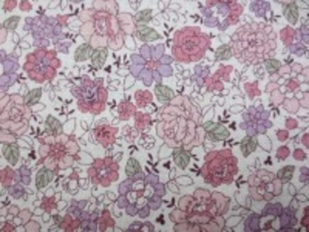 YUWA 麻の混率の少ない綿麻プリント ピンク系花/生成地 YUWAさんの人気のプリントが綿麻に なって登場です。 インテリアにもお洋服にも使い易いです