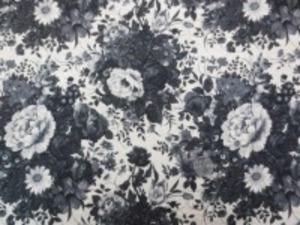 YUWA 麻の混率の少ない綿麻プリント 黒 グレイ /生成地
