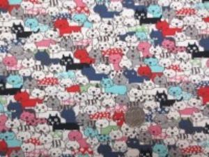 綿麻キャンバスプリント コットンこばやし NEKO 生成ベースのカラフルな、水玉模様 小花柄のねこたち