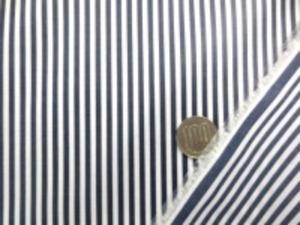 ロンドンストライプの ビニールコーティング 濃紺/白 ストライプの幅  濃紺部分 2.5mm 白部分 2.5mm