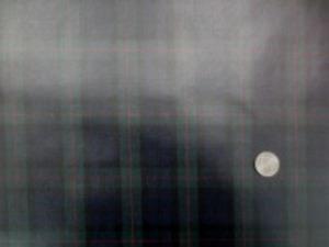 ビニールコーティング  シーティングくらいの厚さの綿の ブラックウオッチに赤のライン チェックの大きさ 5cm
