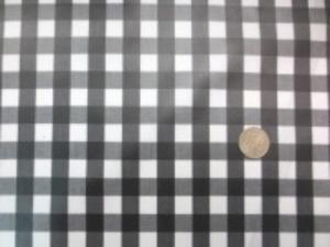 広幅のコットンギンガムチェック 黒/白のビニールコーティング チェックの大きさ 12mm