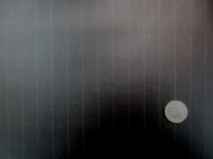 細いダークブルーの ペンシルストライプの黒地の ビニールコーティング ストライプの幅 ダークブルー部分 1mm 黒 部分 15mm