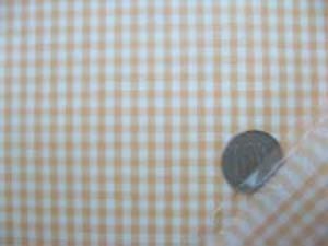 ビニールコーティング ギンガム うすいパステルオレンジ チェックの大きさ3mm