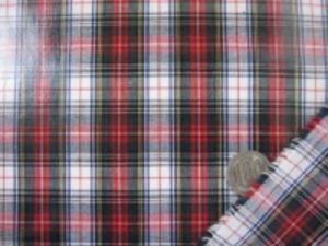 タータンチェック 赤/白地 チェックの大きさ 40mm つやありビニールコーティング  ブロードくらいの生地に0.1mmの 薄手の光沢ありのビニールを貼って います。 薄手のビニール加工生地です。