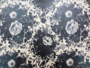 YUWA 綿麻キャンバス 花柄の ビニールコーティング  黒/生成地