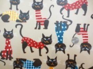 コットンオックスの表情のおもしろい ネコ柄ベージュ地 ビニールコーティング