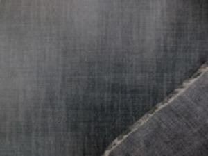 広幅のダンガリー ムラ糸濃紺の ビニールコーティング  黒っぽい色合いの濃紺です。