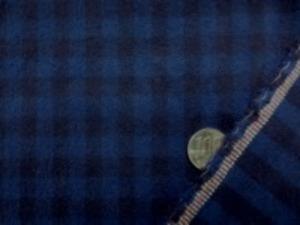 厚手のネル ギンガムチェック 濃紺(すごく濃い紺)/ネイビー 両面起毛で、肌触りのいい 柔らかい風合い チェックの大きさ 8mm