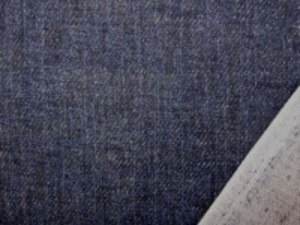 ダブルガーゼ   デニム風プリントインディゴ濃紺カラー 先染めではありません。 ムラ糸デニムのようにうまく プリントしてます。 裏オフ白 やわらかい風合い