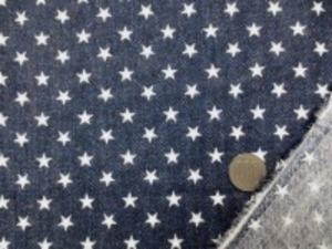 ダブルガーゼ   デニム風の★プリント 濃紺 先染めではありません。 デニムのようにうまく プリントしてます。 裏 白 白い★の大きさ 1cm やわらかい風合い