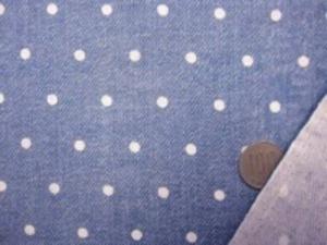 ダブルガーゼ   デニム風のドットプリント フェイドカラー 先染めではありません。 デニムのようにうまく プリントしてます。 裏 白 白ドットの大きさ 5mm やわらかい風合い