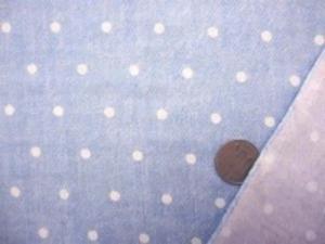ダブルガーゼ   デニム風のドットプリント ブリーチブルーカラー 先染めではありません。 デニムのようにうまく プリントしてます。 裏 白 白ドットの大きさ 5mm やわらかい風合い