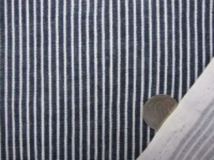 ダブルガーゼ   ヒッコリー風プリント インディゴ濃紺 先染めではありません。 ヒッコリーストライプのようにうまく プリントしてます。 裏 白