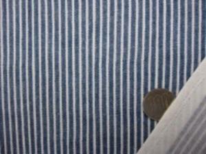 ダブルガーゼ   ヒッコリー風プリント フェイドカラー 先染めではありません。 ヒッコリーストライプのようにうまく プリントしてます。 裏 白