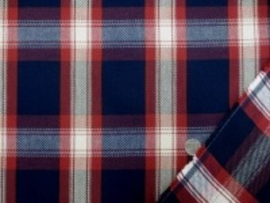 少し太目の糸で、ざっくりと織った 綾織りのチェック 柔らかい風合いです。 濃紺/ダークレッド(エンジっぽい) オフ白/生成ベージュ チェックの大きさ 10.5cm