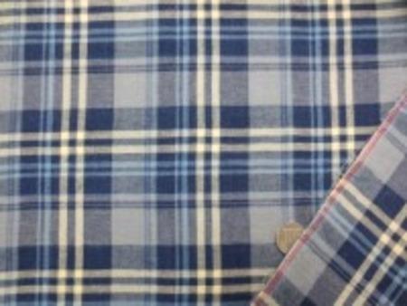 少し薄手の綾織りサマーチェック マドラスチェックと同じで 洗えば洗うほど風合いがよくなる感じ。 濃紺 グレイにうすい黄色とブルーの ライン
