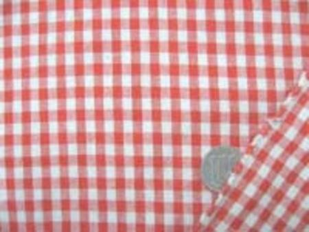 20番糸のギンガムチェック  赤と生成りっぽいベージュのチェック チェックの大きさ5mm。