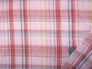 インド綿 マドラスチェック 手作りの素朴な風合い ナチュラルな粗っぽさが魅力 洗うほどにいい感じになります。 チェックの大きさ 14.5cm うすいピンク 赤 黄 グレイ