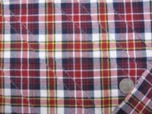 インド綿 マドラスチェックにピンタック をした生地です。 ピンタックは斜めストライプ ピンタックの幅 細いところ18mm 手作りの素朴な風合い ナチュラルな粗っぽさが魅力 洗うほどにいい感じになります