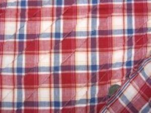 インド綿 マドラスチェックにピンタック をした生地です。 ピンタックは斜めストライプ ピンタックの幅 細いところ30mm 手作りの素朴な風合い ナチュラルな粗っぽさが魅力 洗うほどにいい感じになります