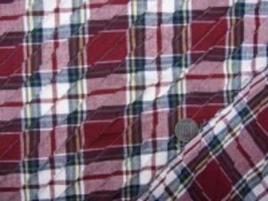 インド綿 マドラスチェックにピンタック をした生地です。 ピンタックは斜めストライプ ピンタックの幅 細いところ15mm 手作りの素朴な風合い ナチュラルな粗っぽさが魅力 洗うほどにいい感じになります