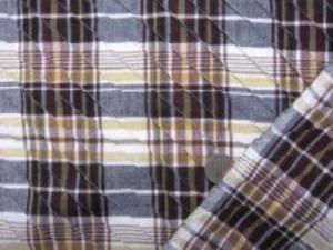 インド綿 マドラスチェックにピンタック をした生地です。 ピンタックは斜めストライプ ピンタックの幅 15mm 手作りの素朴な風合い ナチュラルな粗っぽさが魅力 洗うほどにいい感じになります。