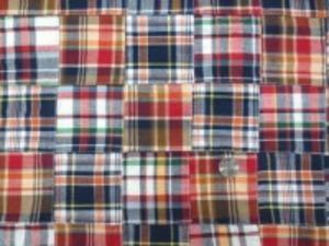 インド綿 平織りマドラスチェックの パッチワーク 赤 オレンジ系 裏側ロックして、つないでいます。 パッチの大きさ 8cm