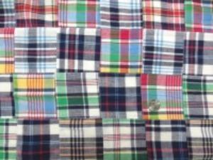 インド綿 平織りマドラスチェックの パッチワーク 紺系 裏側ロックして、つないでいます。 パッチの大きさ 8cm