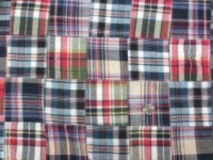 インド綿 平織りマドラスチェックの パッチワーク 紺系2 裏側ロックして、つないでいます。 パッチの大きさ 8cm