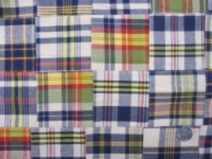 インド綿 平織りマドラスチェックの パッチワーク うすいベージュ地紺系 少し厚手の生地です。 裏側ロックして、つないでいます。 パッチの大きさ 8cm