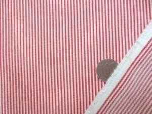 ヒッコリーストライプ  7オンスくらいの厚さ 赤/オフ白 赤部分の幅 1.5mm オフ白部分の幅 1.5mm