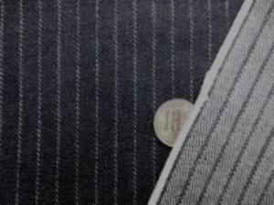 ヒッコリーストライプ 10オンスデニムくらいの厚さの生地 オフ白/濃紺 オフ白部分の幅 2mm 濃紺部分の幅 8mm