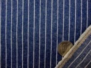 ヒッコリーストライプ 7オンスデニムくらいの厚さの生地です 白/濃紺 白部分の幅 1mm 濃紺部分の幅 8mm