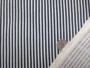 二重織りインディゴコードストライプ 濃紺/オフ白 ストライプに少し盛り上がった感のある 少し厚め、でも柔らかい風合い オフ白/インディゴ濃紺 オフ白部分の幅 3mm 濃紺部分の幅 3mm