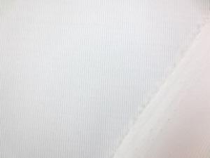 お買い得な広幅のテイジン TC極細ピケ オフ白 ブラウスなどに最適な、柔らかい 肌触りのいい風合いです。