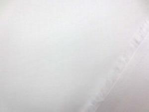 幅のコットンウエザークロス 白 ブロードより厚い、ポプリンくらいの生地
